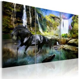 Kép - Horse on the sky-blue waterfall background